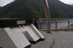 さっぽろ湖と友希ちゃん.jpg