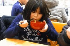 で、食べる友希ちゃん(笑).jpg