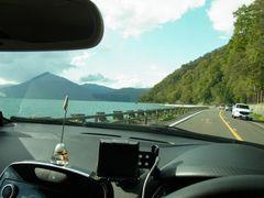 キレイな支笏湖を横目に.jpg