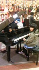 ピアノと友希ちゃん.png