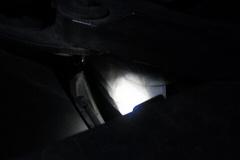 ヘッドライトのクチを養生テープで.jpg