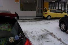 ルノー札幌さんに車を預けに.jpg