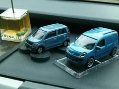 ワゴンRとカングー2のミニカー.jpg