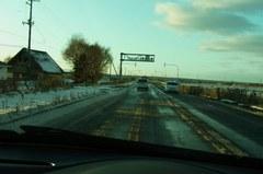 北広島に近づくと路面にも雪が….jpg