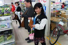 友希ちゃんも先程のカーネーション買います(笑).jpg