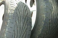右側のタイヤ2本.jpg