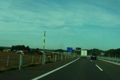 大平原を抜ける高速道路みたい….jpg