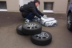 嫁さんが冬タイヤを出してきました.jpg
