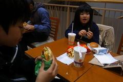 子どもたちはマクドナルド.jpg
