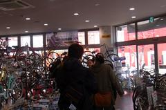 店内には沢山の自転車….jpg