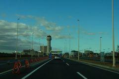 新千歳空港〜あたらしい国際線は左側.jpg