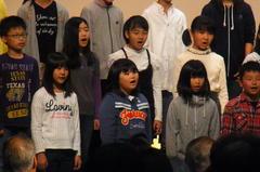 歌う友希ちゃん〜.jpg