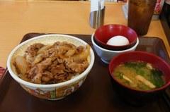 毎度の牛丼大盛りにたまごセット〜.jpg