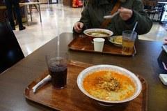 私担々麺で嫁さん醤油ラーメン.jpg