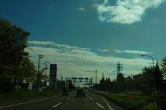 秋空の中南下します.jpg