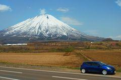 羊蹄山とこんこん号R.jpg