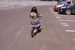 自転車に乗れるようになった友希ちゃん.jpg