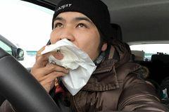 車内で肉まんを食べるつばさっち.jpg