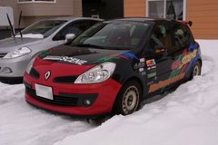 雪解け進む駐車場の画.jpg