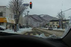 雪道と藻岩山.jpg