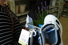 靴とお花を買います.jpg