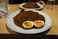 黒帯カレーに燻製卵…うまい!.jpg